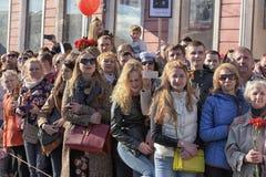 Een menigte van toeschouwers in Victory Parade Royalty-vrije Stock Afbeelding