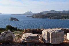 Een mening aan het noorden van Kaap Sounion de oude Griekse tempel van Poseidon stock fotografie