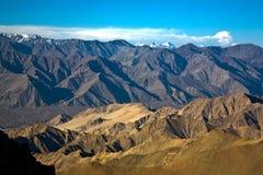 Een mening als Himalayan-waaier van Hoogste motorable weg van de Wereld aan KhardungLa-pas, Ladakh, India Stock Foto's