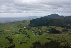 Een mening bij de heuvels en de weiden van MT Manaia dichtbij Whangarei in Northland in het het Noordeneiland in Nieuw Zeeland royalty-vrije stock foto's