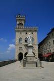 Een mening bij het Centrale vierkant van San Marino Stock Foto