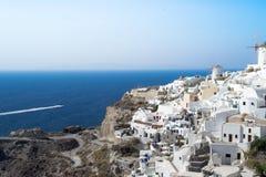 Een mening bij Oia stad in Santorin Griekenland Royalty-vrije Stock Foto's