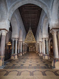 Een mening in de gebedruimte in de Grote Moskee in Kairouan Royalty-vrije Stock Afbeeldingen