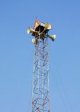 Een mening met een megafoon op blauwe hemelachtergrond Stock Fotografie