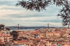 Een mening van Alfama de stad in, Lissabon, Portugal stock foto