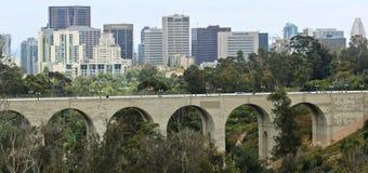 Een Mening van Cabrillo-Brug en San Diego Van de binnenstad, Californië Stock Foto