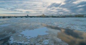 Een mening van de Aankondigingsbrug en icebreakers Royalty-vrije Stock Afbeeldingen