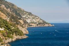 Een mening van de Amalfi Kust tussen Amalfi en Positano Campania Italië Stock Foto's