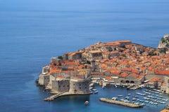 Een mening van de beroemde stad van Dubrovnik in Kroatië Stock Foto's