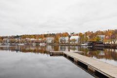 Een mening van de douane huisvest in de haven van meer Saimaa op een de herfstdag Stock Afbeelding