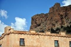 Een mening van de historische vesting op een rots royalty-vrije stock fotografie