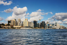 Een mening van de Horizon van Sydney met Wolkenkrabbers Stock Foto