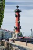 Een mening van de Rostral Kolom op de Stadsverjaardag in Heilige Petersburg Stock Foto's