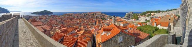Een mening van de stad van boven op de perimetermuur stock afbeeldingen
