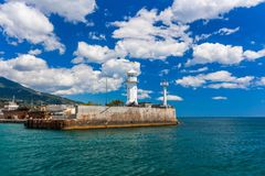 Een mening van de vuurtoren in Yalta yalta crimea stock foto's