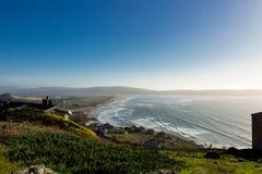 Een mening van Dillon Beach van op de heuvel in Oceana Marin royalty-vrije stock foto's