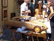 Een mening van een houten beeldhouwwerk op Fiera Antiquaria in Arezzo in Italië Stock Foto