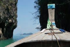 EEN MENING VAN EEN LANGE STAARTboot DICHTBIJ KOH HONG Stock Fotografie