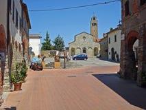 Een mening van een straat in Civitella in Italië Royalty-vrije Stock Afbeelding