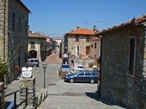 Een mening van een straat in Civitella in Italië Royalty-vrije Stock Afbeeldingen