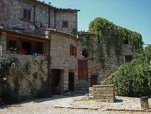 Een mening van een tuin in Civitella in Italië Stock Fotografie