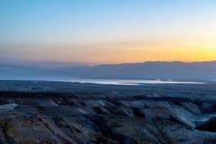 Een mening van het dode overzees en de bergen in Negev verlaten israël Royalty-vrije Stock Afbeeldingen