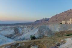 Een mening van het dode overzees en de bergen in Negev verlaten israël Stock Foto's