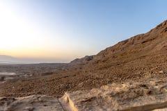 Een mening van het dode overzees en de bergen in Negev verlaten israël Stock Fotografie