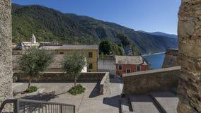 Een mening van het dorp van Corniglia in het Cinque Terre-park, Ligurië, Italië stock afbeeldingen