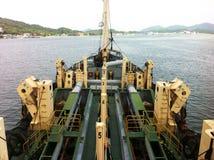 Een mening van het uitbaggeren van schip bij de riviermonding van Lumut stock foto's