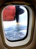 Een mening van het vogeloog van een vliegtuig Stock Fotografie