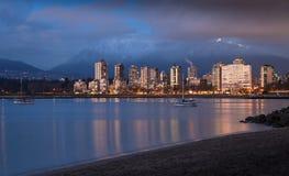 Een mening van het het Westeneind Van de binnenstad van Vancouver ` s bij zonsondergang stock foto
