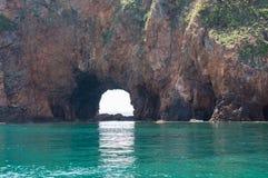 Een mening van klippenrots op het eiland van Khao Talu Stock Afbeelding