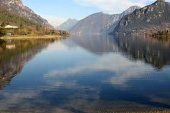 Een mening van Meer Idro in de bergen van Valle Sabbia - Bresc Stock Foto's