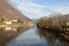 Een mening van Meer Idro in de bergen van Valle Sabbia - Bresc Royalty-vrije Stock Fotografie
