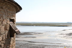 Een mening van Mont St Michel over het estuarium Normandië, Frankrijk Royalty-vrije Stock Foto