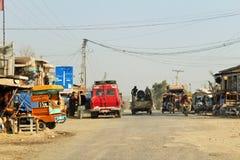 Een mening van verkeer en wegen in Punjab, Pakistan stock fotografie
