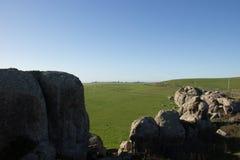 Een mening van weiland van Olifantsrotsen boven Dillon Beach California stock foto