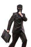 Een mens die in diefstalmasker een aktentas steelt royalty-vrije stock fotografie