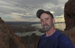 Een Mens die neemt een Selfie op Tetakawi-Berg boven Los Algod wandelen Royalty-vrije Stock Foto