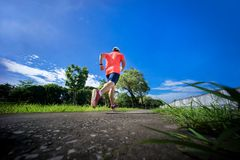 Een mens die in park lopen Gezonde Levensstijl Royalty-vrije Stock Fotografie