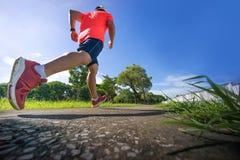 Een mens die in park lopen Gezonde Levensstijl Stock Foto
