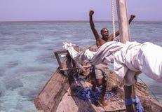 Een mens in een boot Royalty-vrije Stock Afbeeldingen