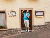 Een mens in een deur Royalty-vrije Stock Foto