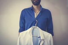 Een mens en een overhemd Royalty-vrije Stock Afbeelding