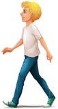 Een mens in het witte overhemd lopen Stock Foto's