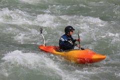 Een mens kayaking op de Sjoa-rivier in Noorwegen Royalty-vrije Stock Afbeelding