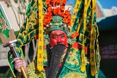Een mens kleedde zich als Chinese god van welvaart in 115ste Annu Royalty-vrije Stock Afbeeldingen