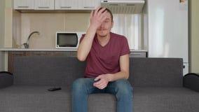Een mens let op TV stock footage