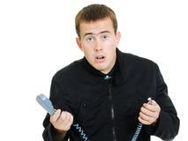 Een mens met een aan flarden telefoon. stock foto's